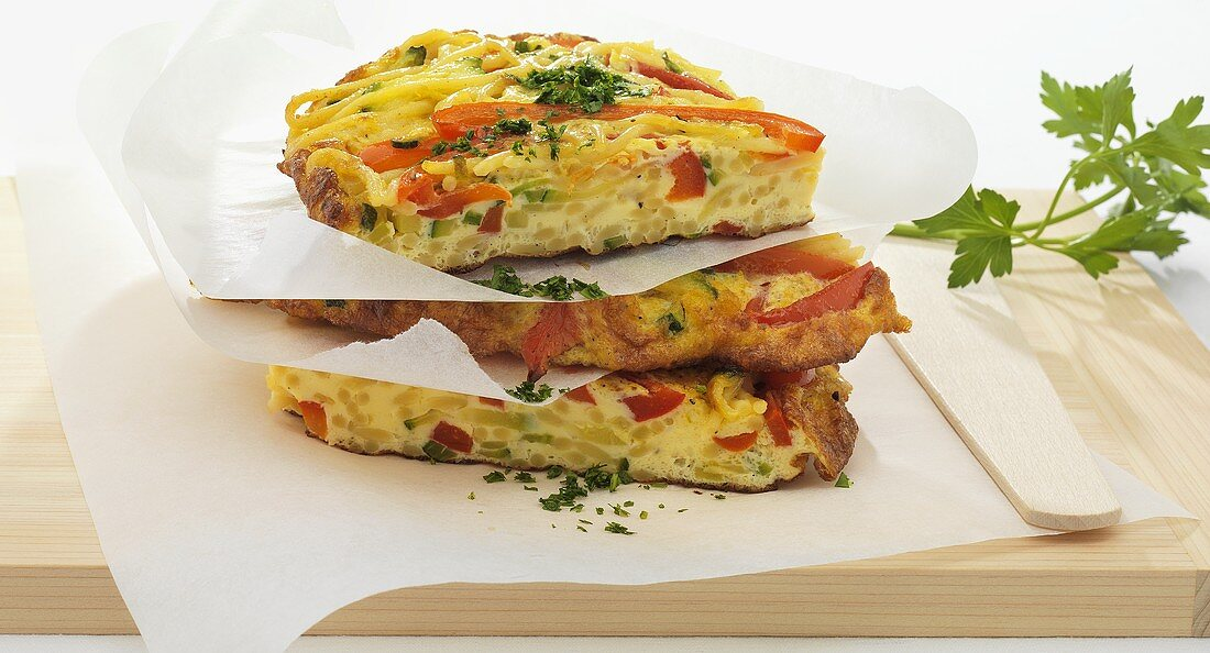 Spaghetti omelette with vegetables