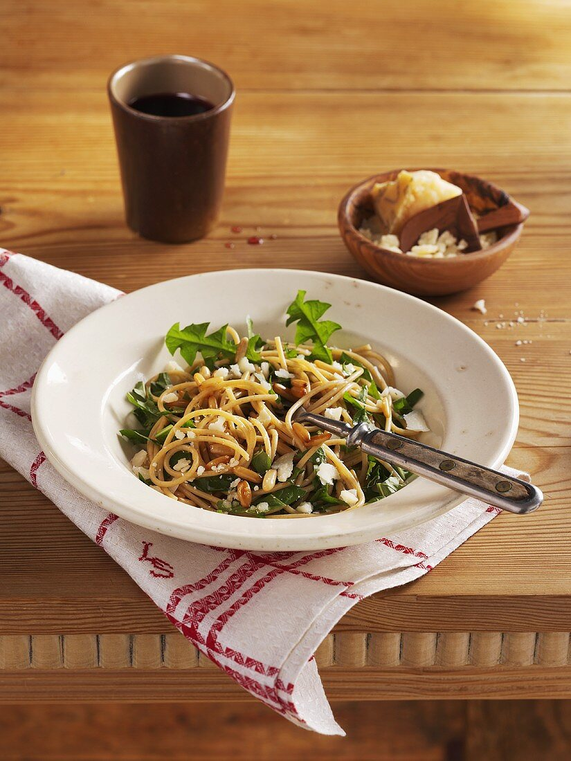 Wholemeal spaghetti with dandelion