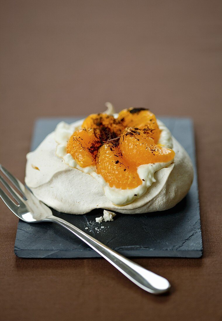 Pavlova with clementines