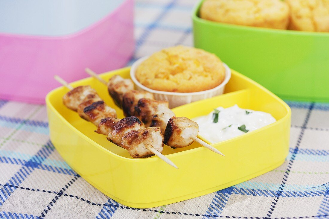 Chicken kebabs with corn muffin and herb dip