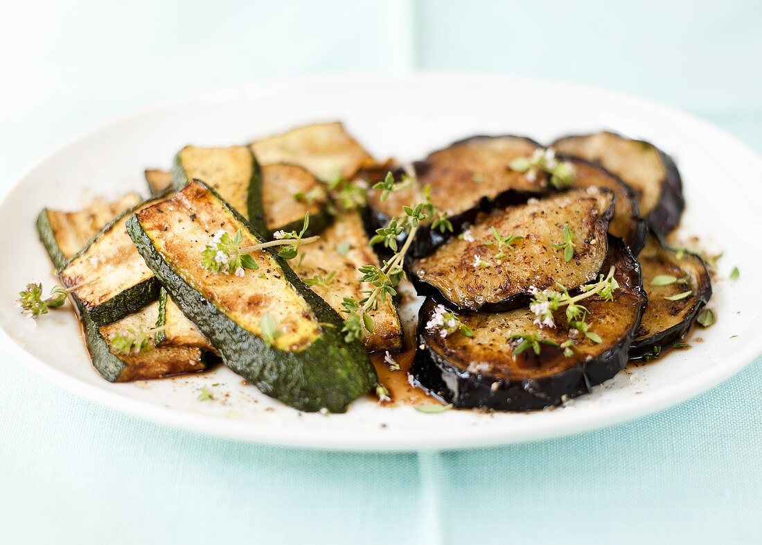 Fried courgettes and aubergines with thyme