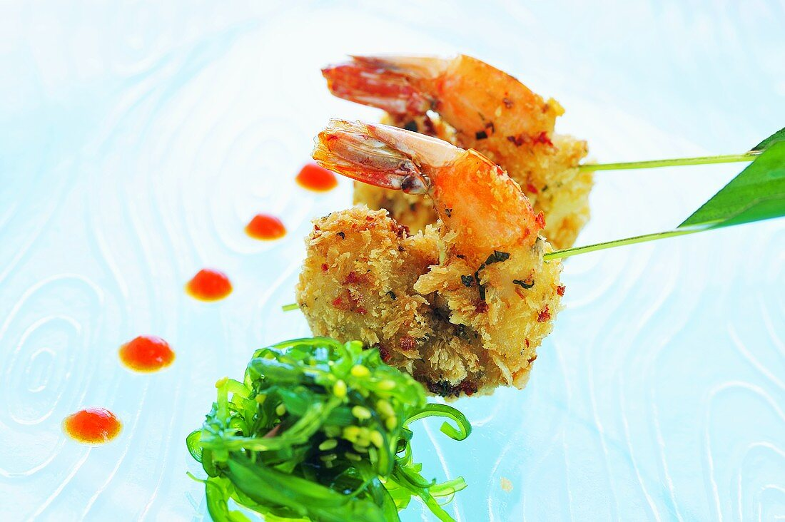Deep-fried prawns with wakame salad and tomato ketchup