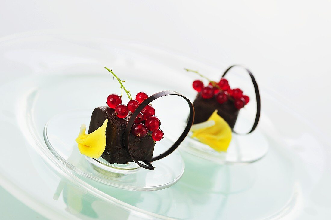 'Dominoes' (chocolate-coated filled gingerbread) with redcurrants