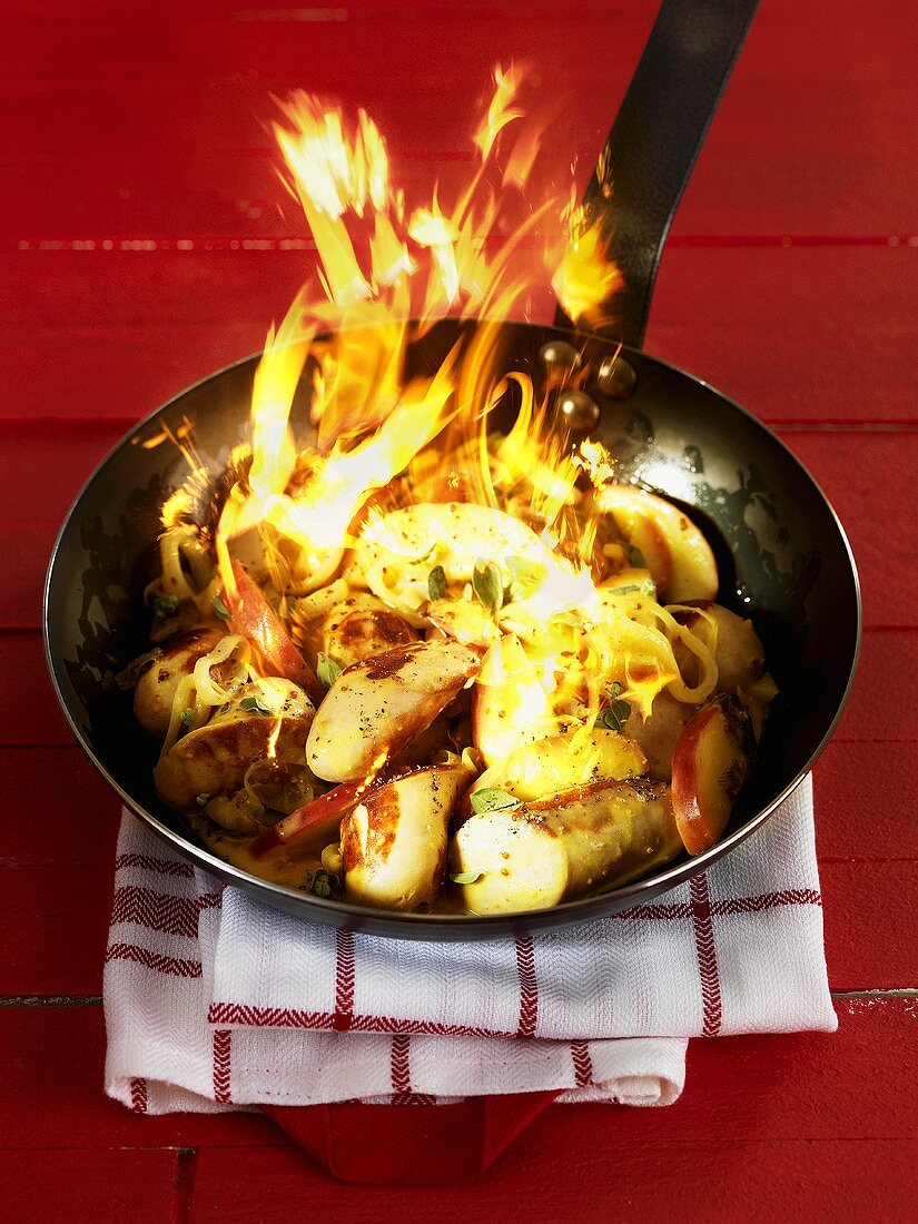 Flambéd St. Galler sausages with Thurgau apples
