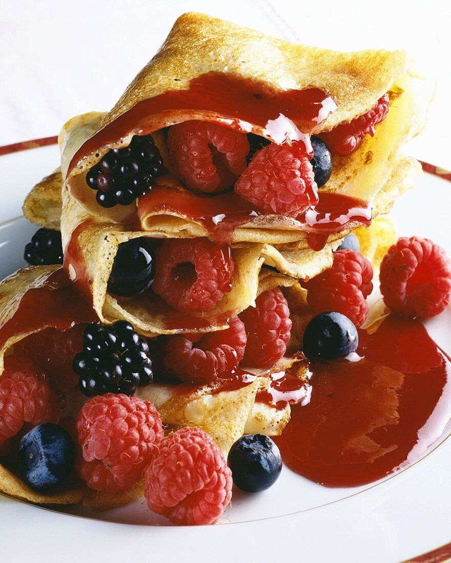 Pancakes with summer berries (with few calories)