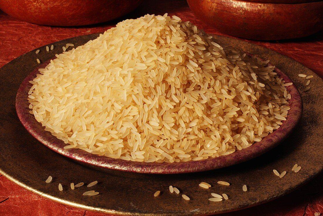 Long-grain rice in a dish