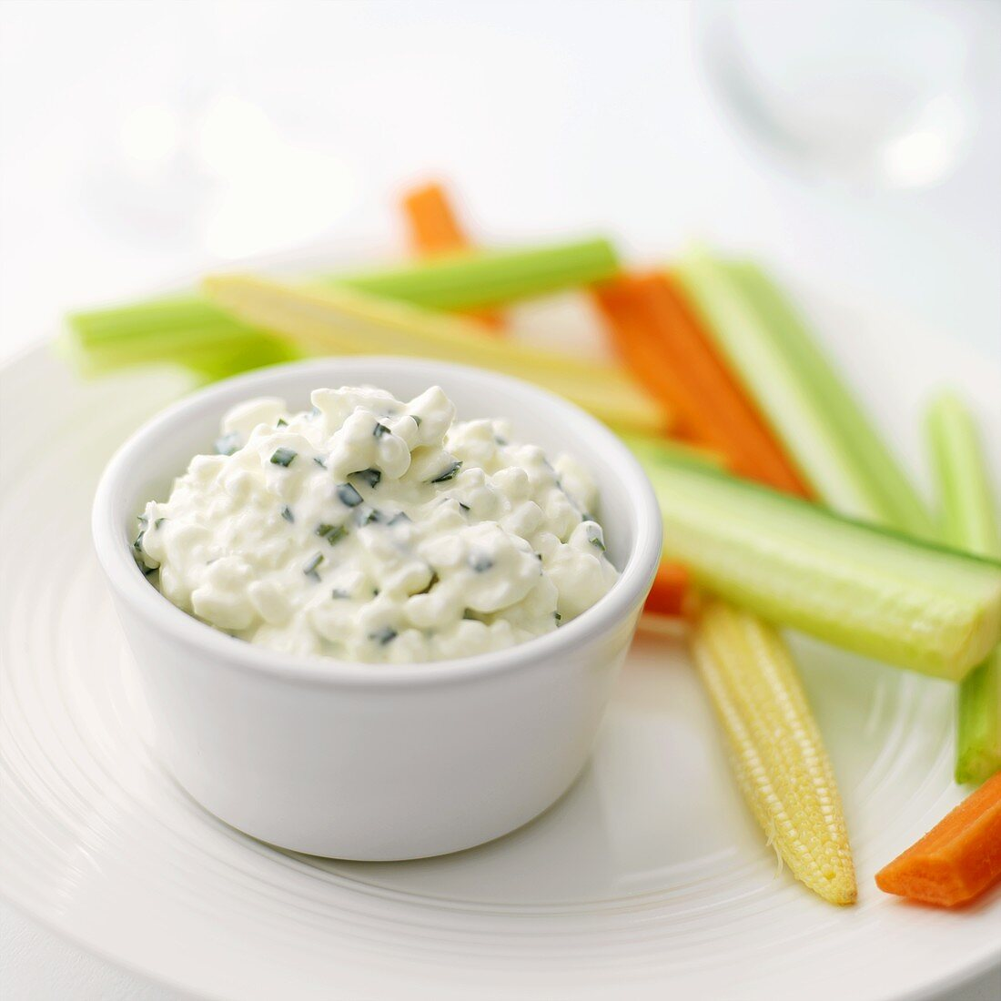 Cottage cheese with chives and vegetable sticks