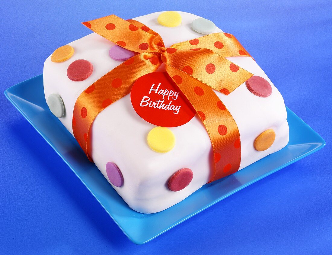Square birthday cake with bow