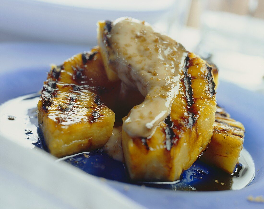 Grilled pineapple with rum bread mascarpone