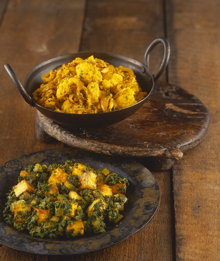 Cauliflower curry and spinach with paneer cheese (India)