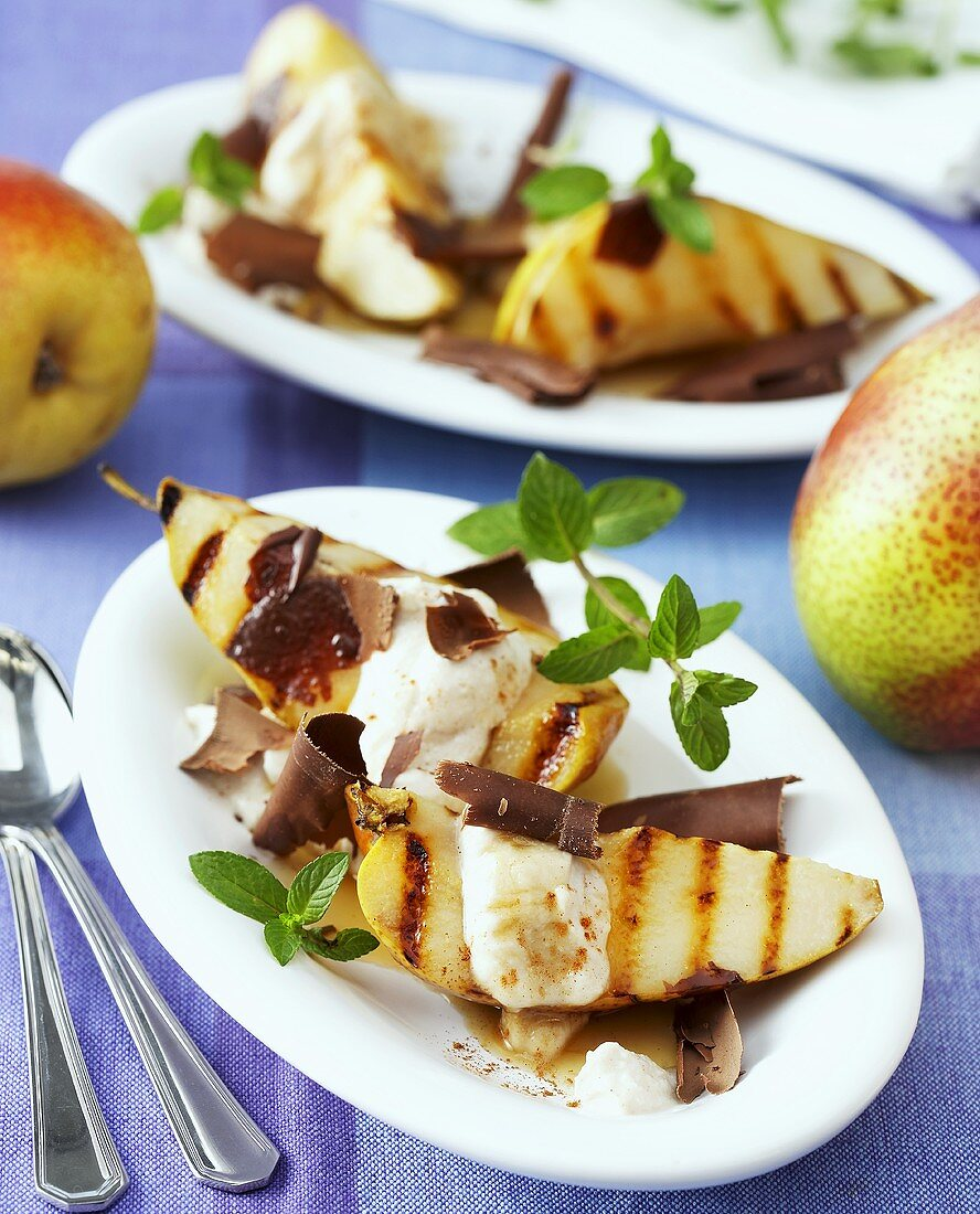 Grilled pears with a sweet ricotta cream