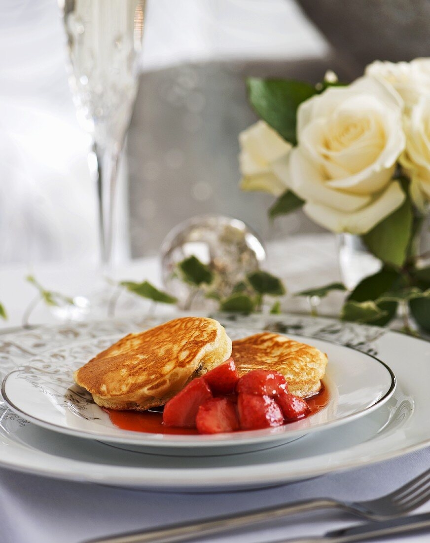 Pancakes with warm strawberries (Christmas)
