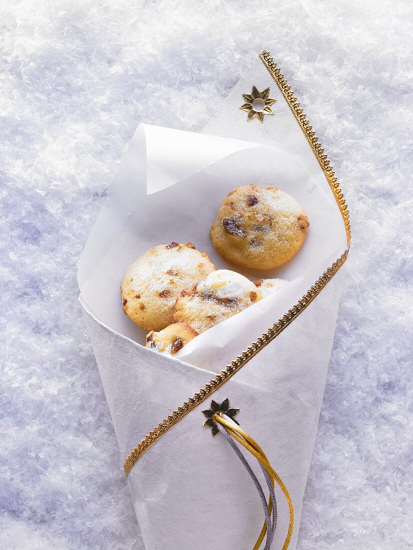 Cardamom biscuits with sugar crystals