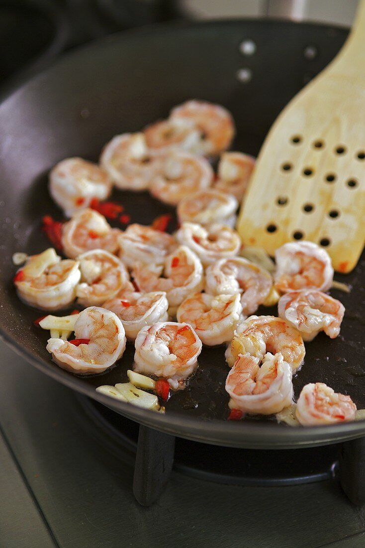 Frying prawns with chilli & ginger (for Thai noodles with king prawns)