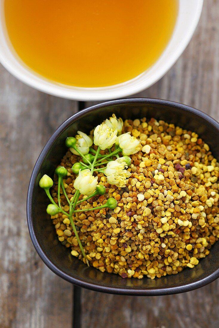 Lime blossom honey, pollen and lime blossom