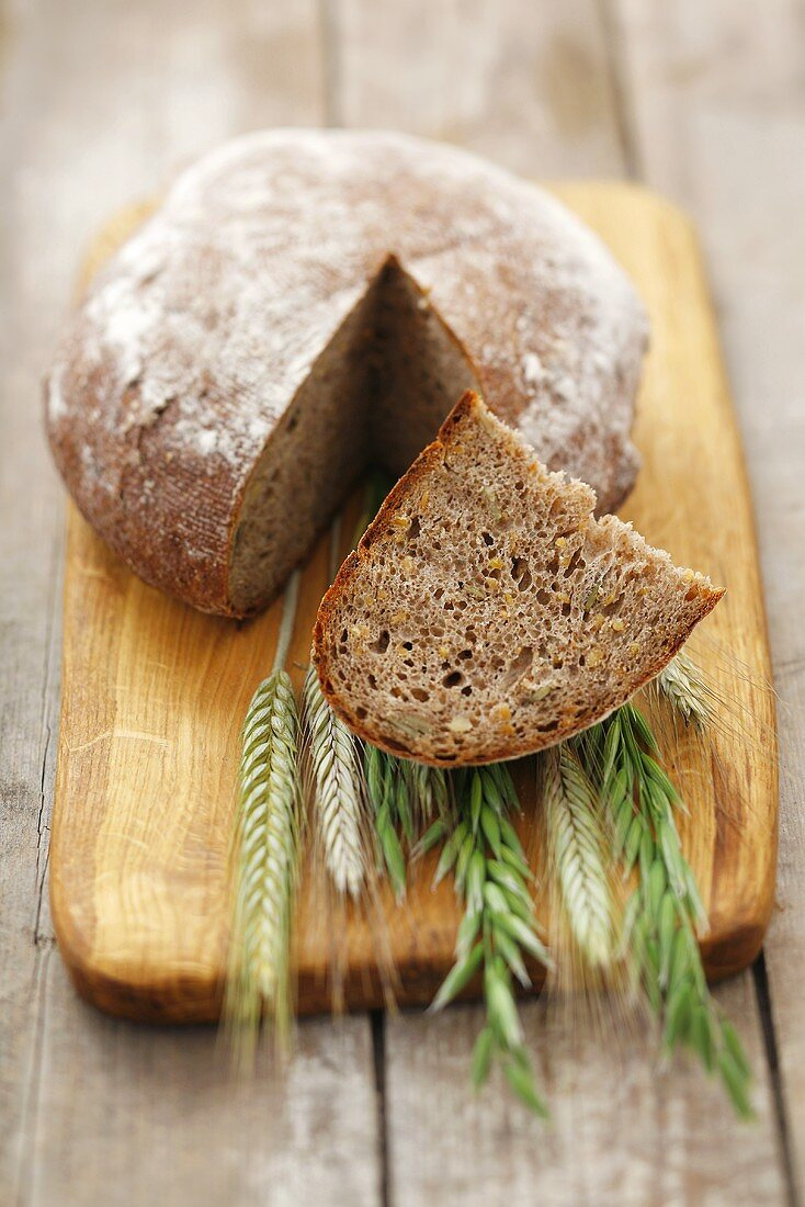 Wholemeal bread with bran, pumpkin- & sunflower seeds, cereal ears