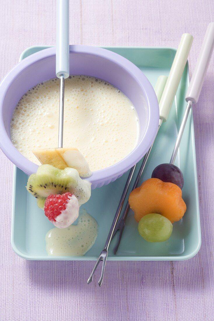 Custard fondue with fruit