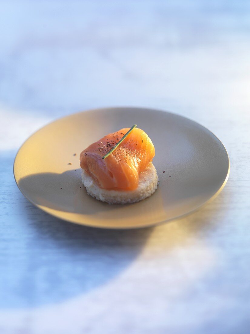 Salmon appetiser with chive