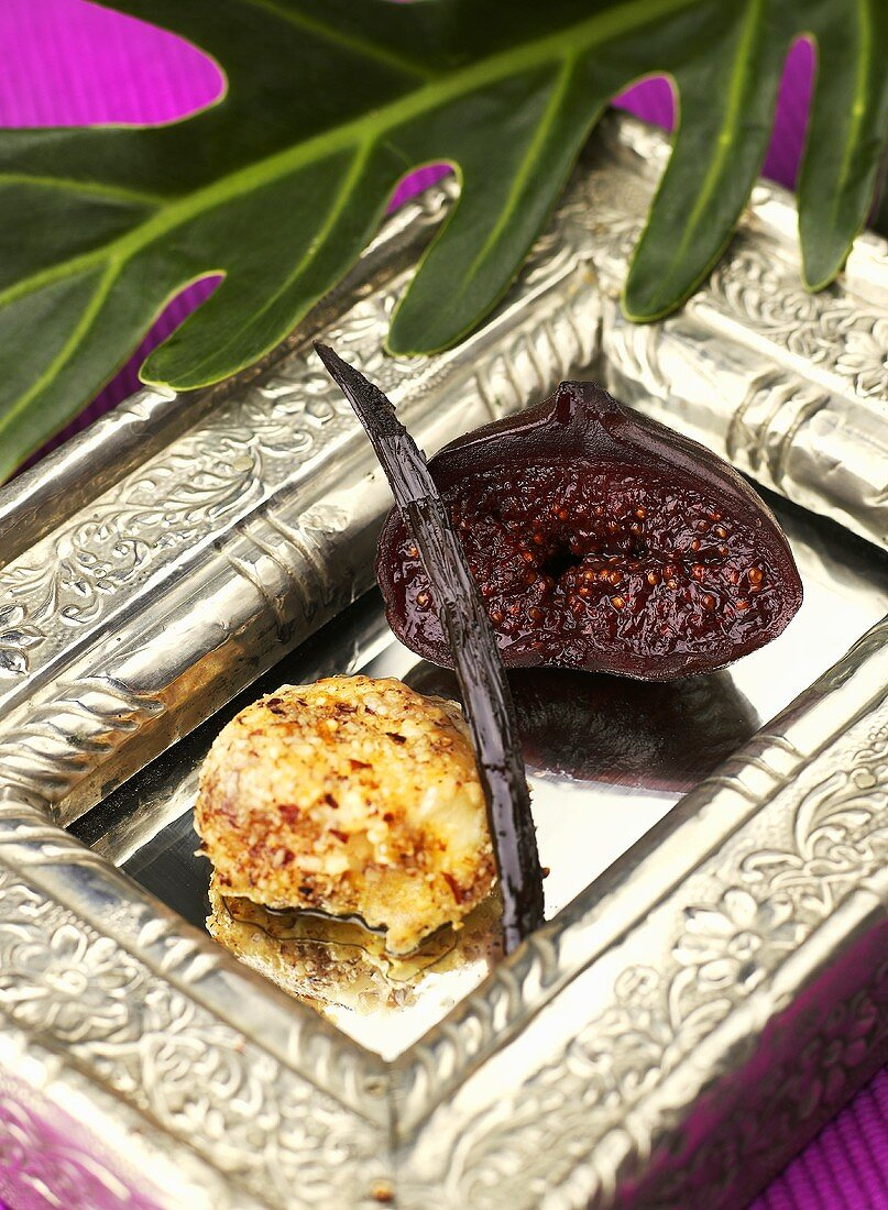Cheese ball with vanilla fig