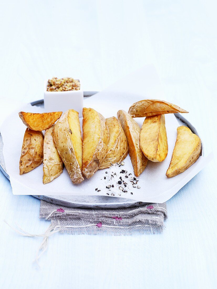 Potato wedges with salt and pepper