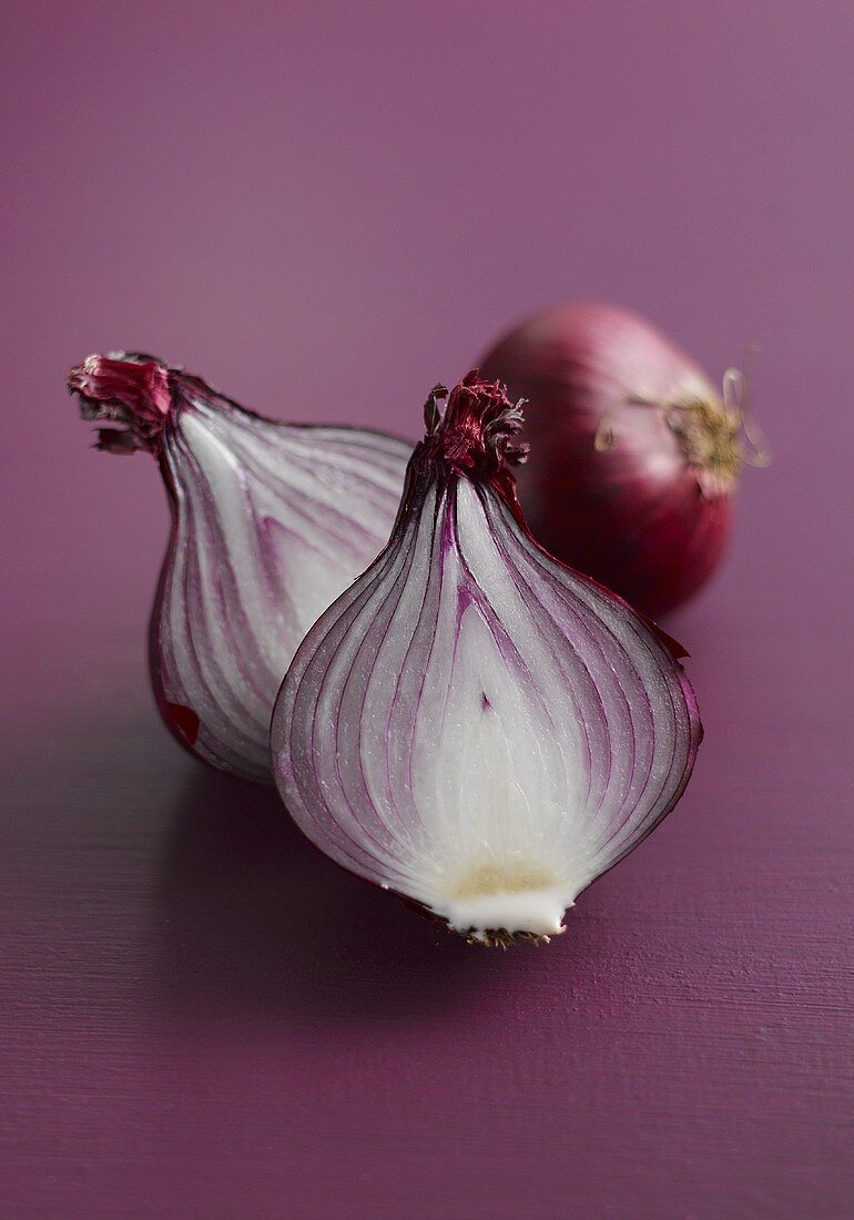 Whole red onion and halved red onion