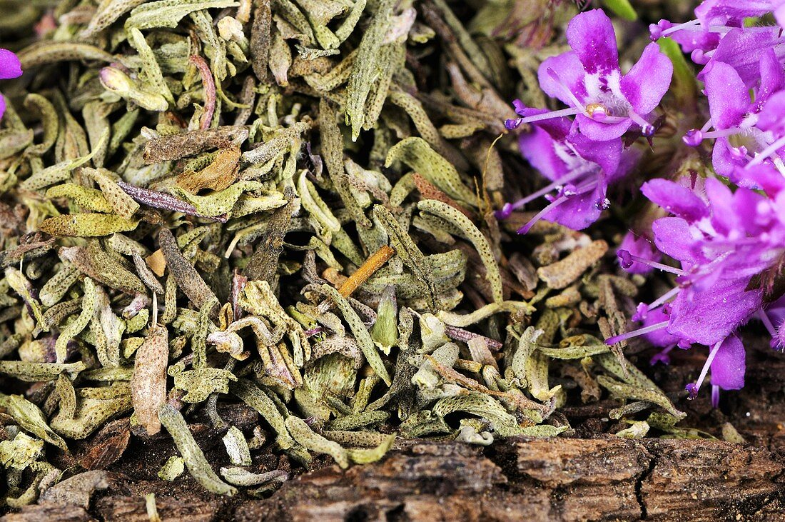 Thyme (dried and flowers)