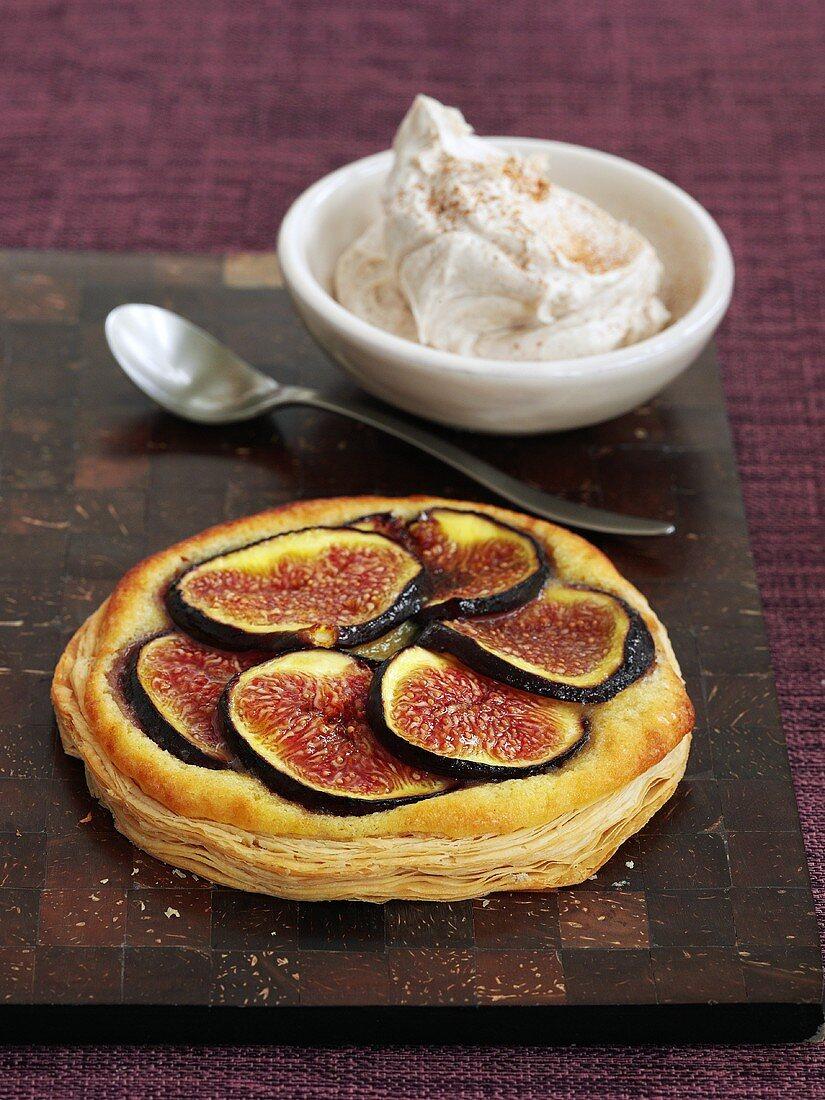 Fig tart with cinnamon cream