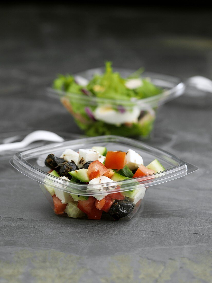 Salads in plastic containers to take away
