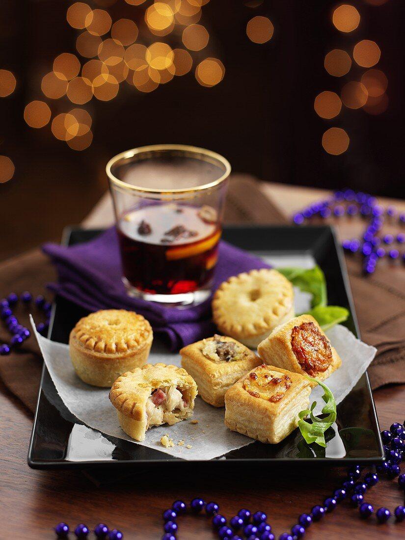 Mini Chickenpies und Steak Pies zu … - Bilder kaufen ...