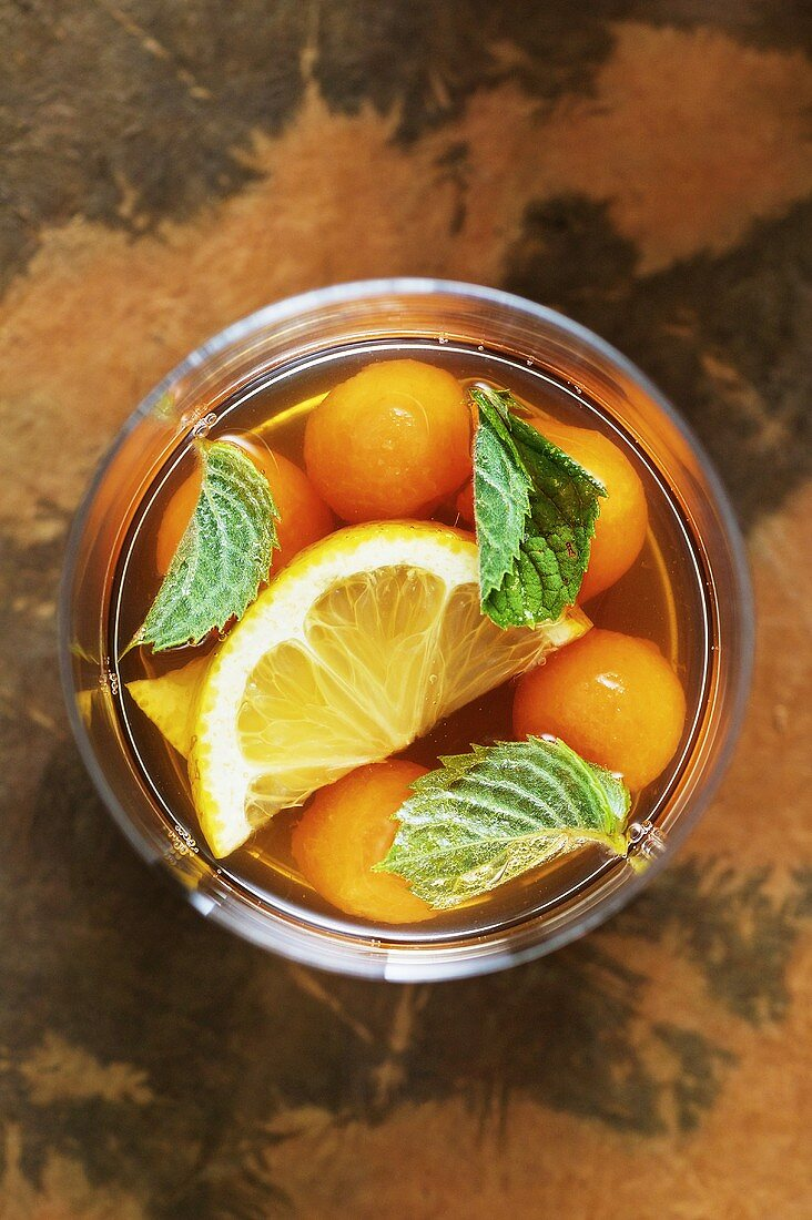 Melon punch with green tea and mint