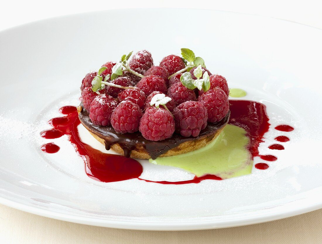 Raspberry tartlet with chocolate