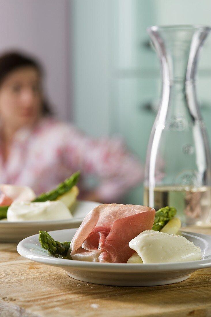 Asparagi con mousse di parmigiano (asparagus with cheese cream)