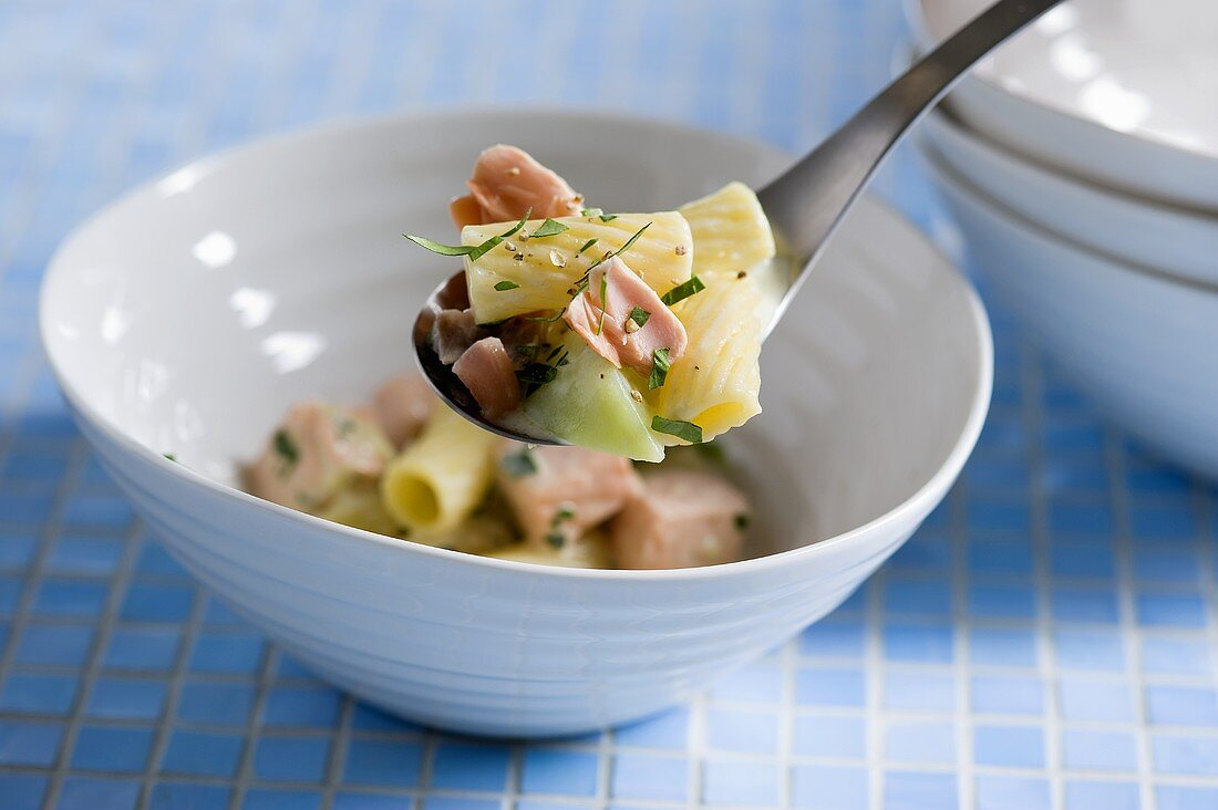 Pasta al salmone (pasta with salmon and vegetables)