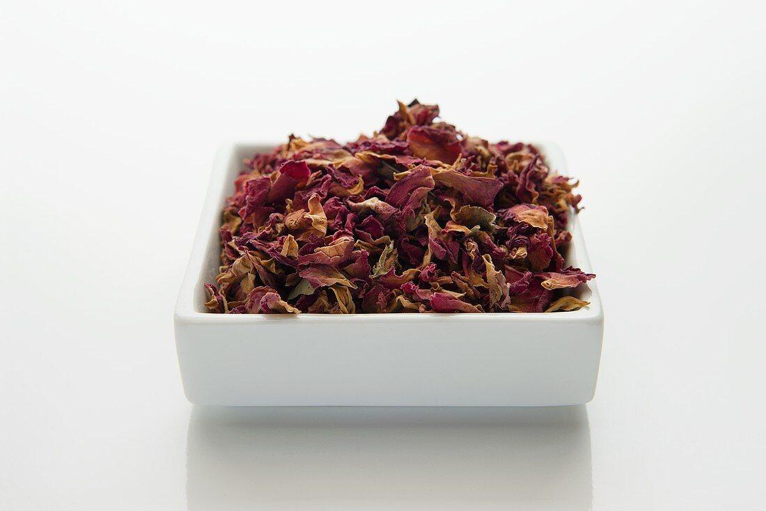 Rosenblütenblätter, geschnitten (Rosae flos), getrocknet