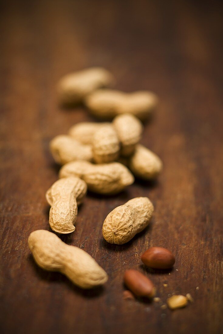 Peanuts, with and without shells