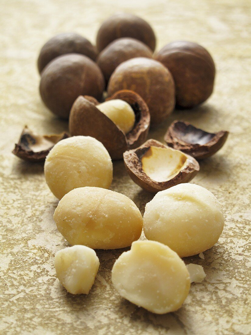 Macadamia nuts, shelled and unshelled