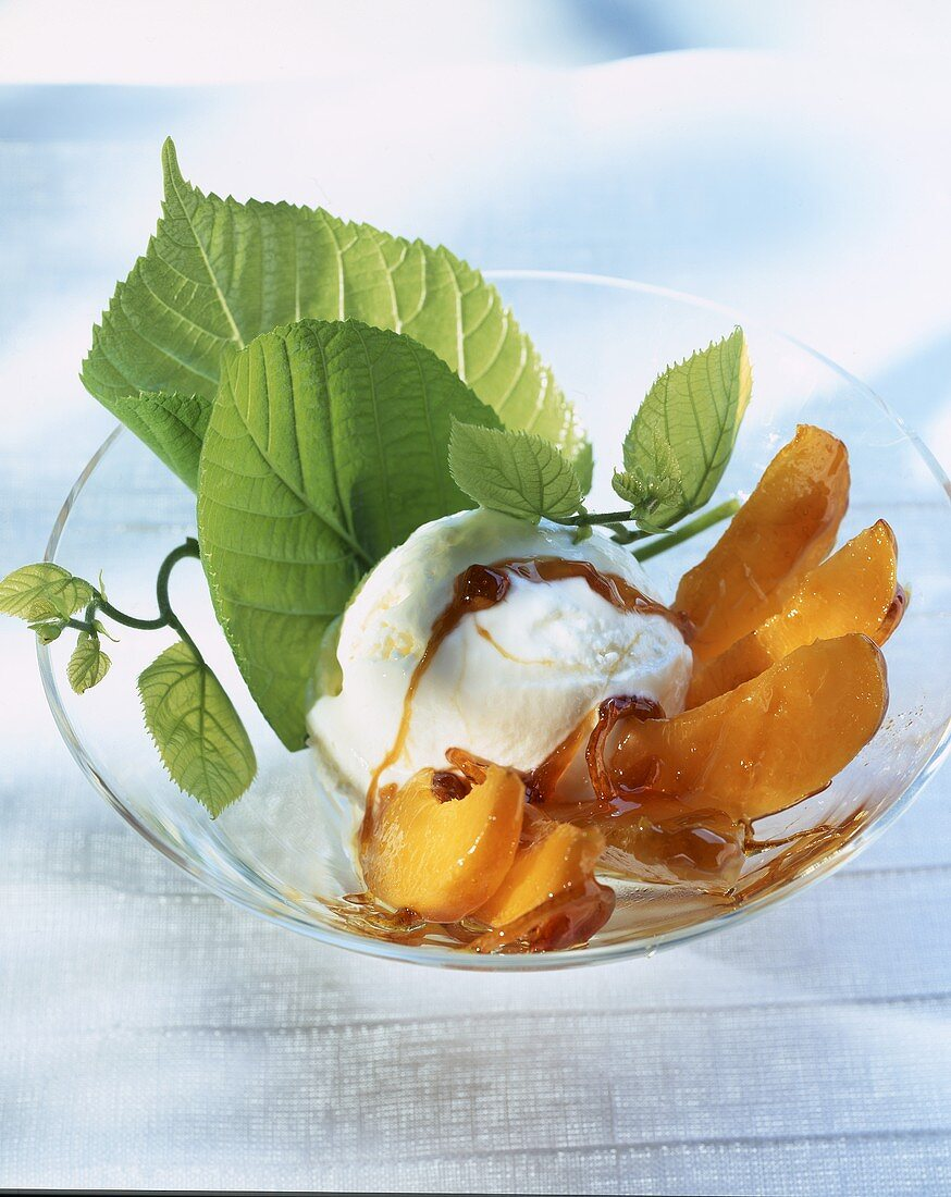 Ice cream with caramelized apricots