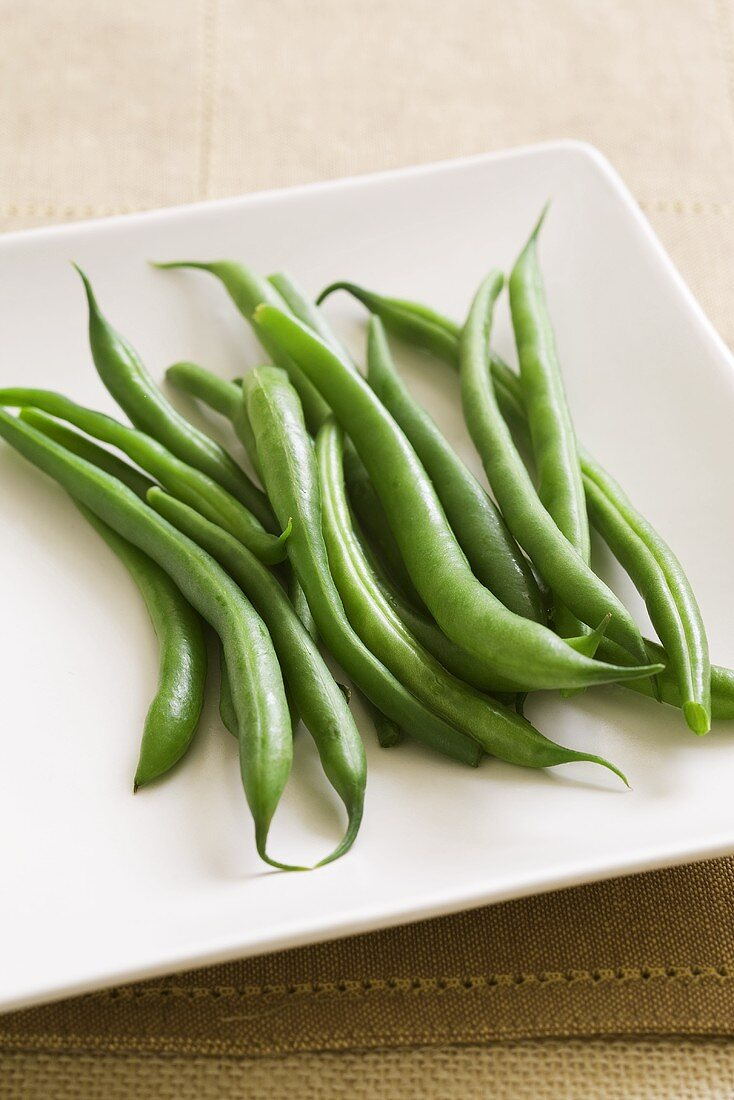 Green beans on a square plate