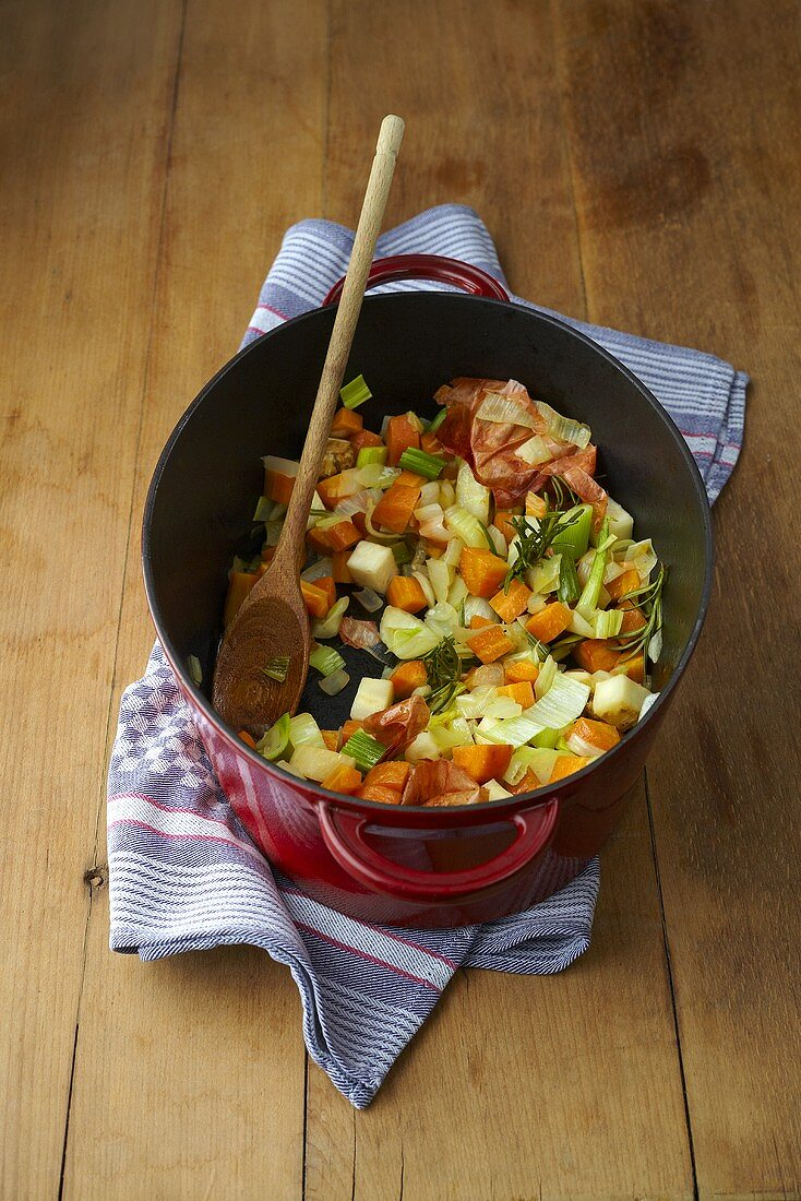 A vegetable medley for soups for aromas (mirepoix)