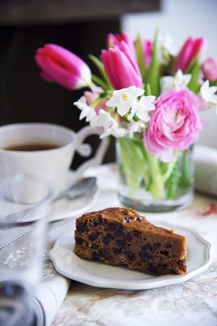 A Porter cake (fruit cake made with beer, Ireland)