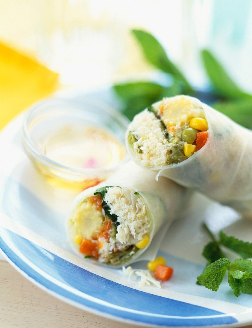 Spring roll with crab and mixed vegetables