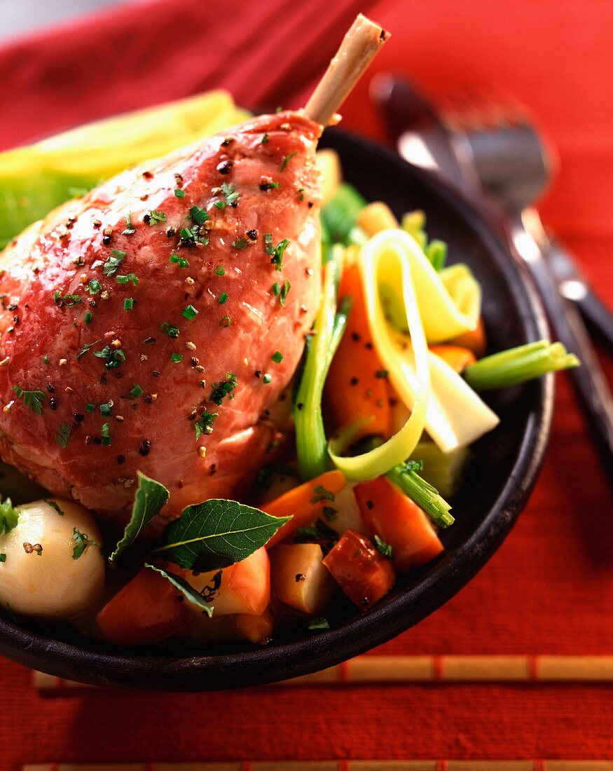 Ham cooked in cider with apples