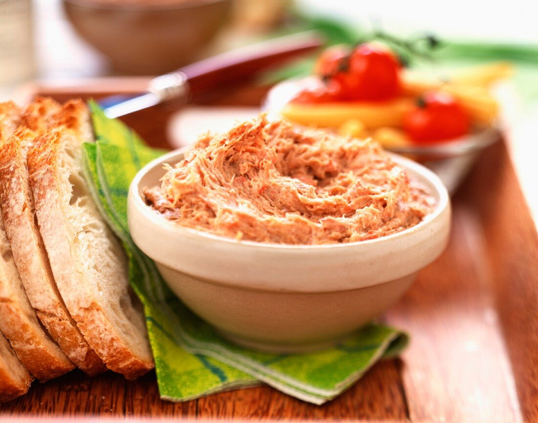 Potted duck and slices of bread