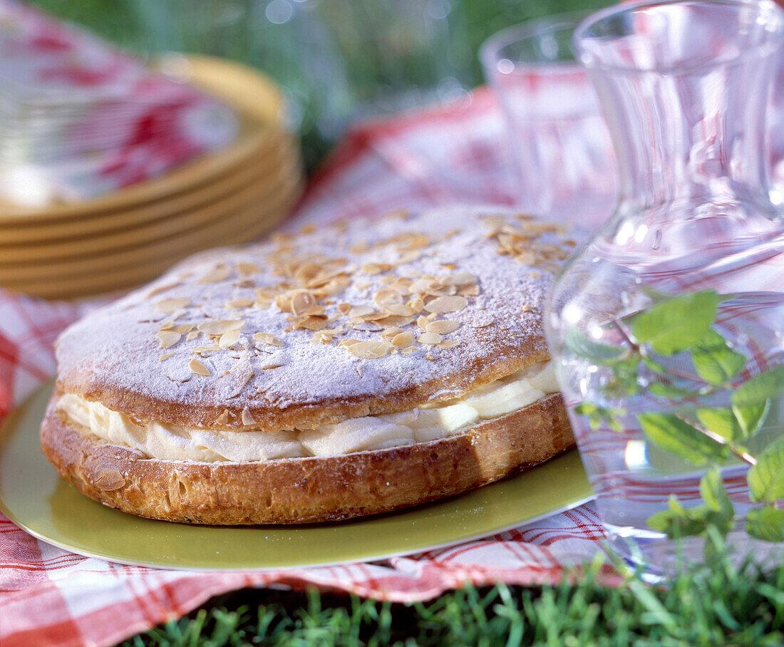 Tropézienne cream cake