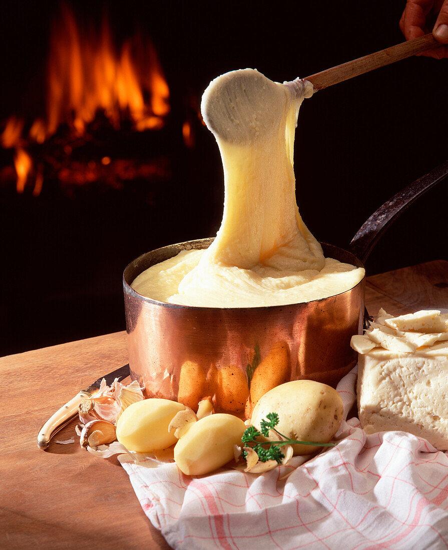 Aligot mashed potatoes, garlic and cheese