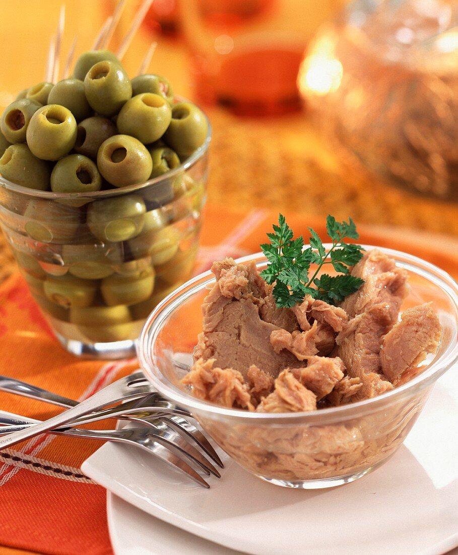 Shredded tuna and green olives