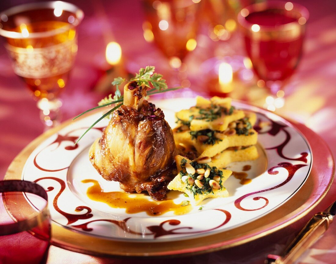 Caramelized knuckle of lamb with polenta stars