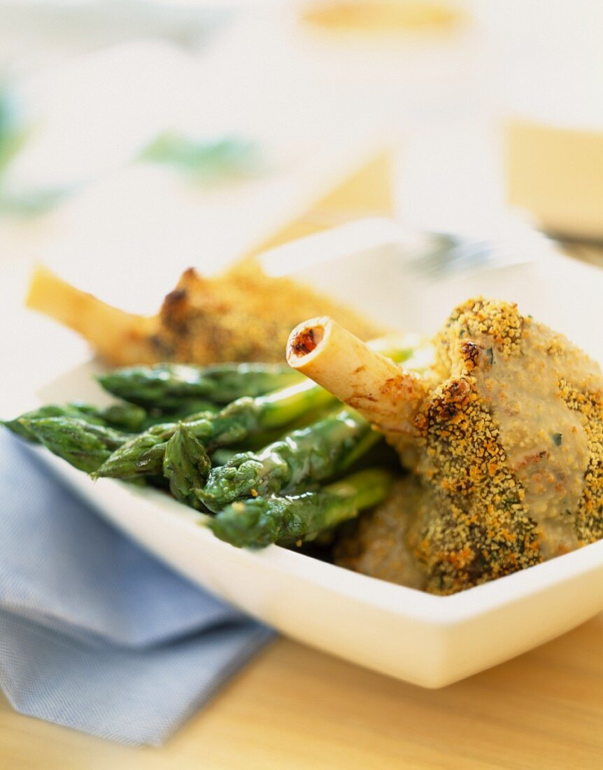 Lamb knuckle joint with honey crust and asparagus