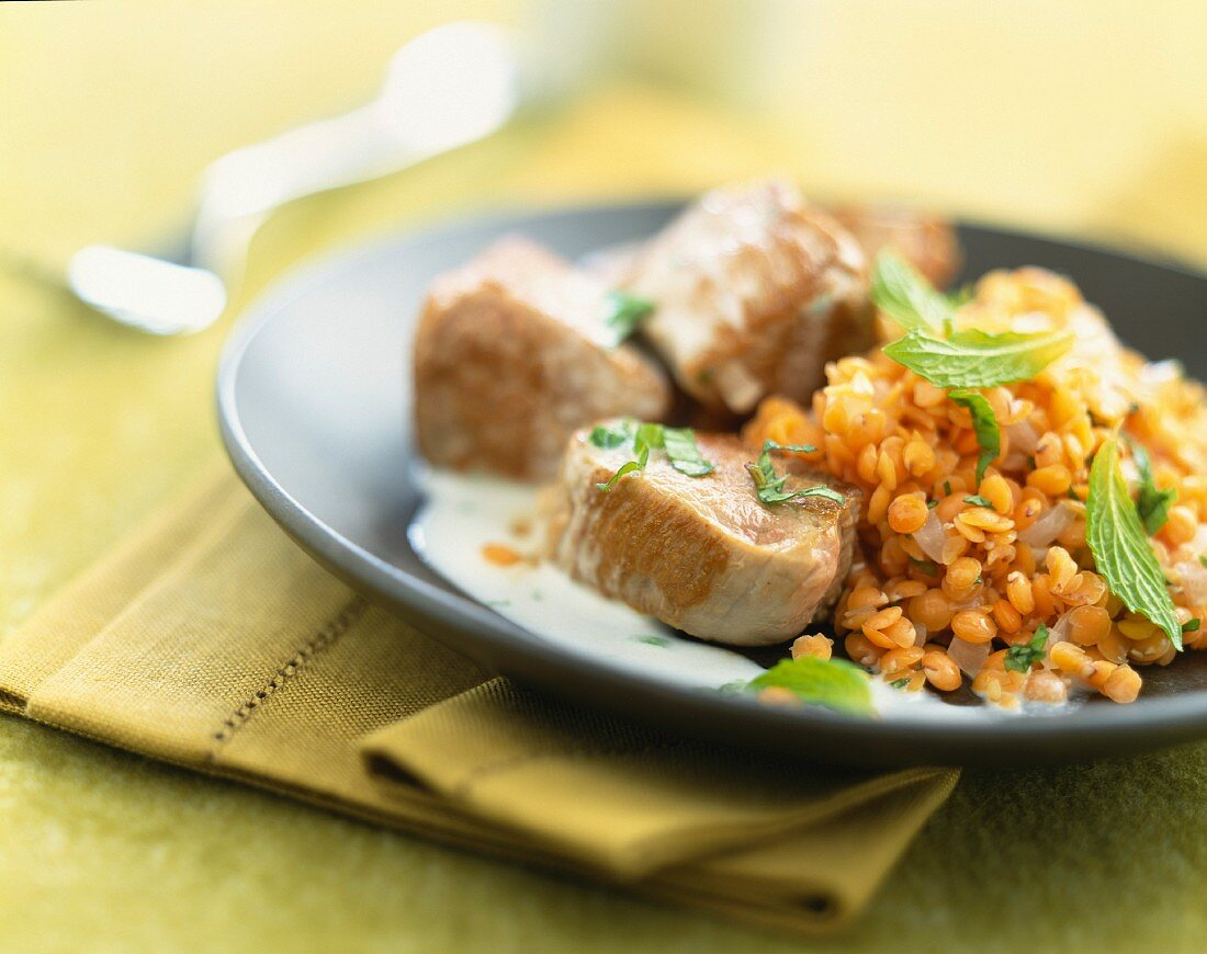 Sautéed pork with red lentils
