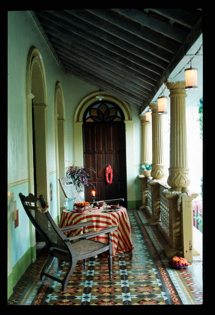 A table and chairs on a loggia